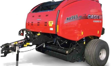 Round Baler Processes Wet and Dry Hay, Straw and Stalks