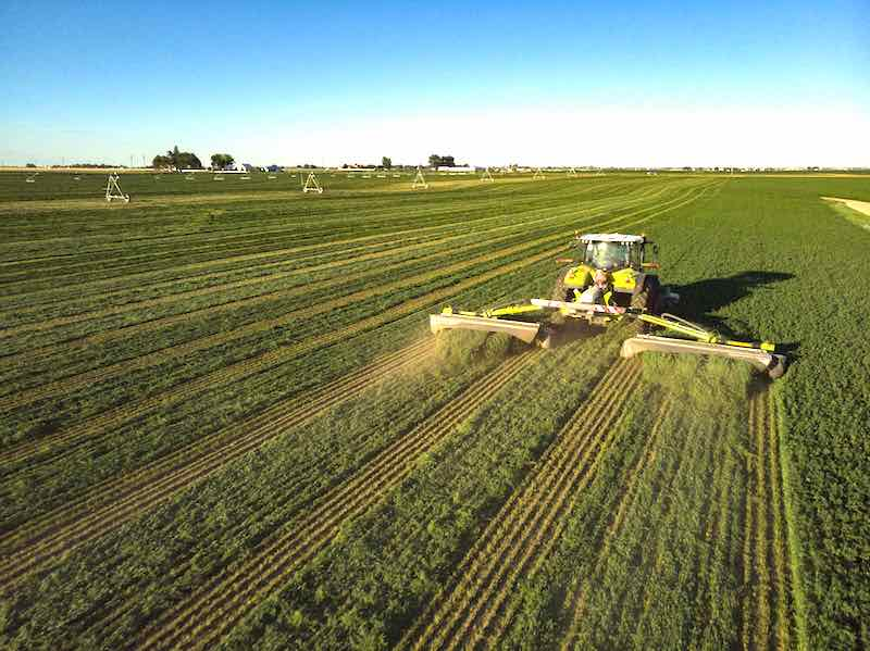 CLAAS Smashes it: World Record for Most Acres Cut in 8 Hours